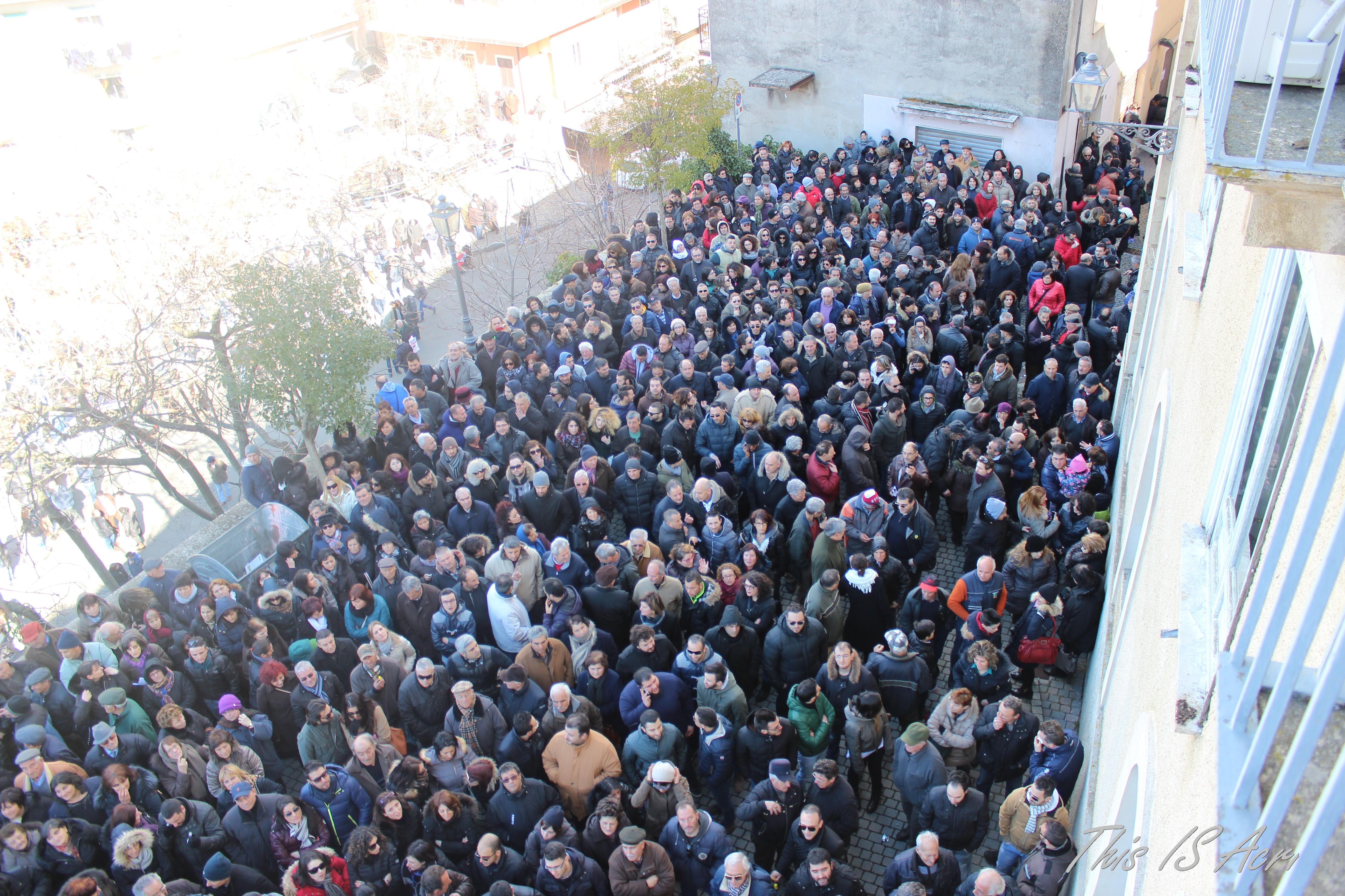 Cinquemila persone in piazza ad acri contro l aumento for Tasse comunali
